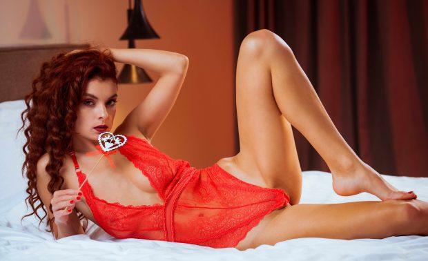 Escort Berlin - Hot Redhead With Stunning Body
